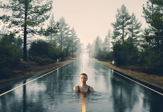 Manipulasi Photoshop – Swimming in the Street